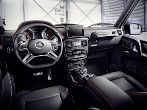 Mercedes-Benz G-Class (BR 463) 2015;  Interieur des Fahrzeugs in tomatored interior of the car in tomato red