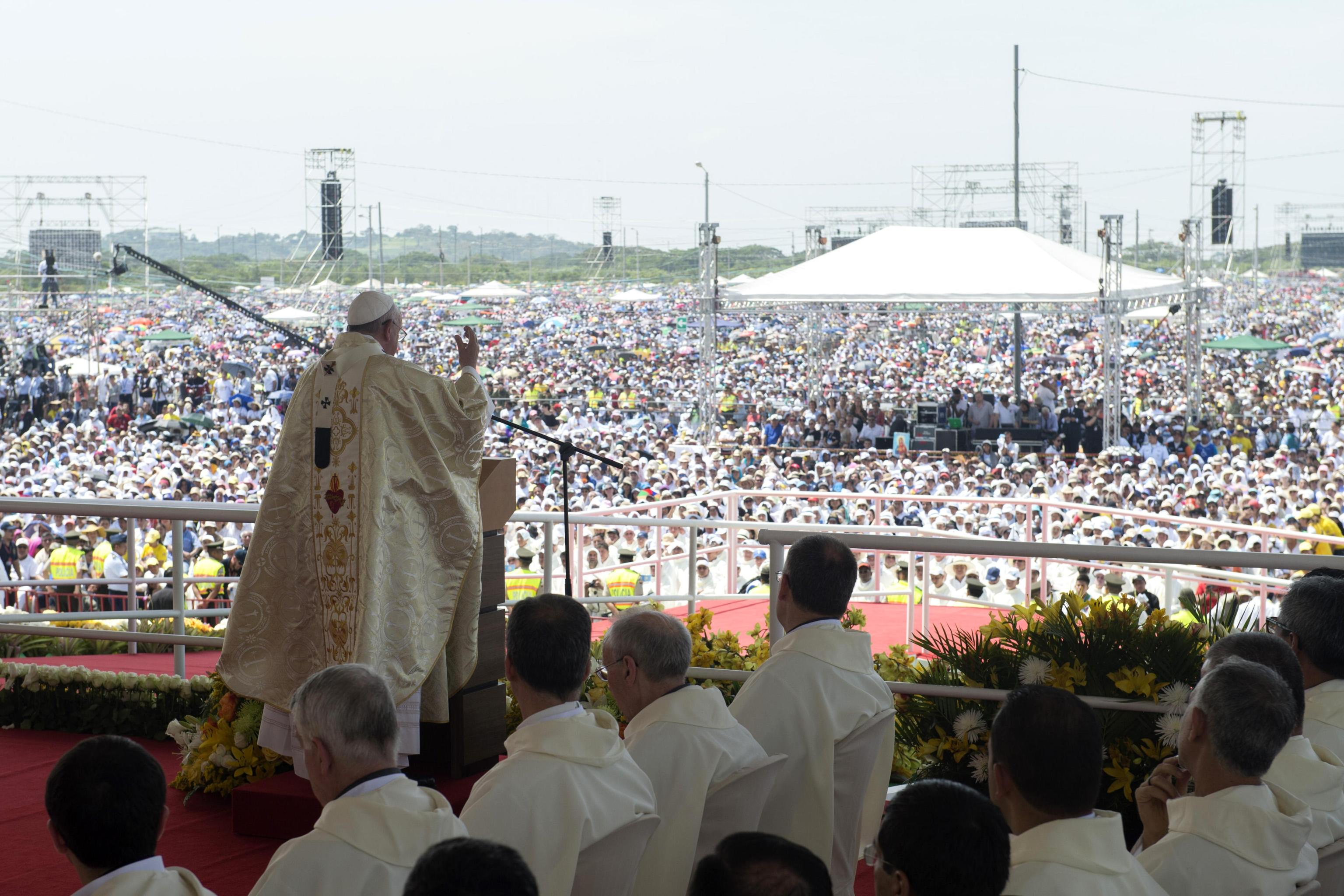 Pope Francis in Ecuador. July 7th 2015. ANSA/OSSERVATORE ROMANO+++ ANSA PROVIDES ACCESS TO THIS HANDOUT PHOTO TO BE USED SOLELY TO ILLUSTRATE NEWS REPORTING OR COMMENTARY ON THE FACTS OR EVENTS DEPICTED IN THIS IMAGE; NO ARCHIVING; NO LICENSING +++