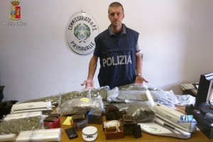 Tor Carbone – Arrestati due pusher, sequestrata cocaina, hashish e marijuana