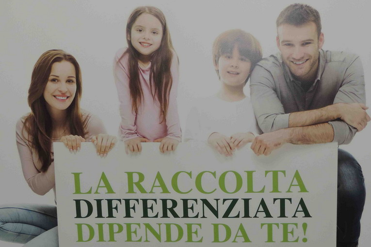 Ferentino Conferenza stampa Raccolta differenziata manifesto slogan2