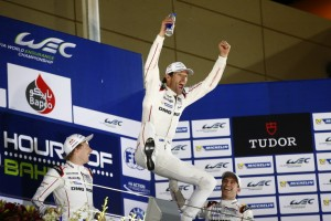 FIA WEC 2015: 6 Hours of Bahrain, Porsche 919 Hybrid, Porsche Team: Brendon Hartley, Mark Webber, Timo Bernhard (l-r), winning the World Championship *** Local Caption *** Hoch Zwei / Juergen Tap