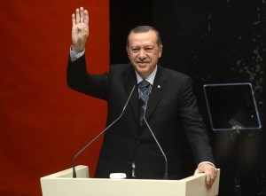 Turchia, alle legislative trionfa Erdogan. Protestano i curdi