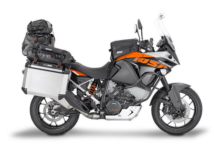 givi-ad-eicma-2015-ktm-1050-adventure-15_side-gravel