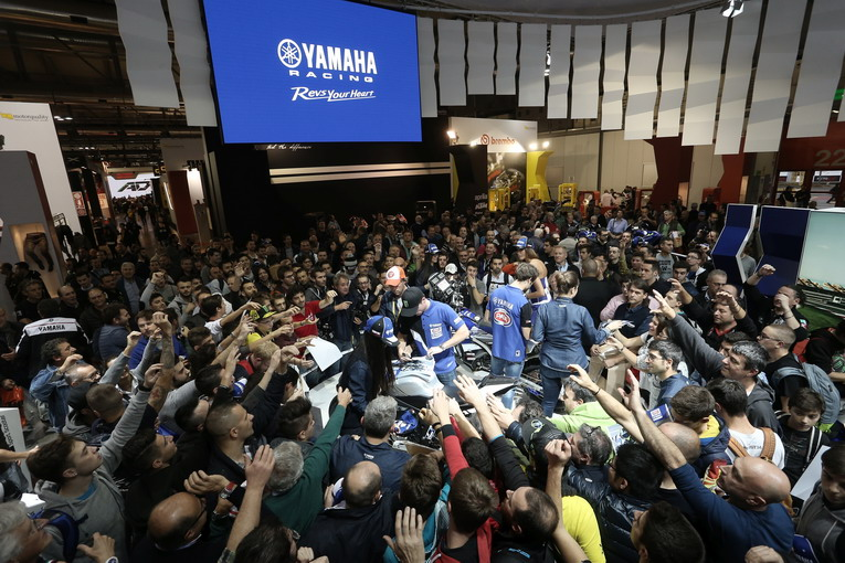 yamaha-racing-signing-session-eicma-2015-1