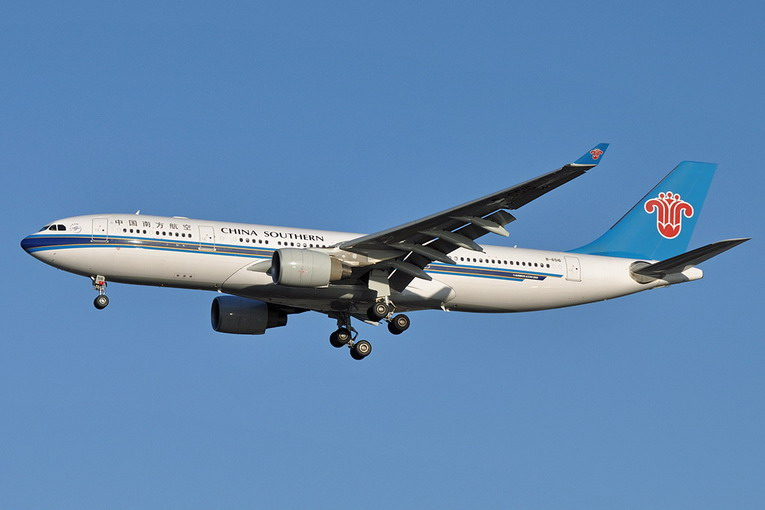 China_Southern_Airlines_A330-200_B-6516_AMS_2011-4-9