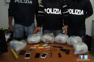 "Anzio – Pusher ""grossista"" arrestato dalla polizia, sequestrati 5,4 chili d'erba e una pistola"