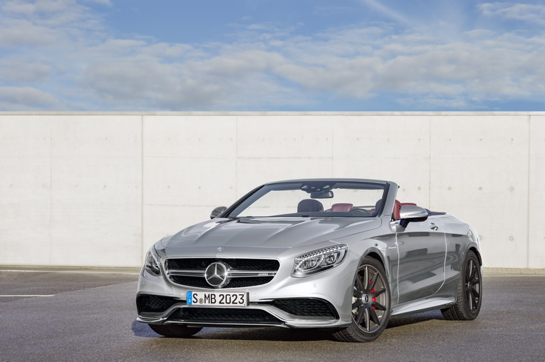 "Mercedes-AMG S 63 4MATIC  Cabriolet ""Edition 130"" (Fuel consumption combined: 10.4 l /100 km; combined CO2 emissions: 244 g/km; Kraftstoffverbrauch kombiniert: 10,4 l/100 km; CO2-Emissionen kombiniert: 244 g/km) Exterieur: AMG Alubeam silber exterior: AMG alubeam silver"