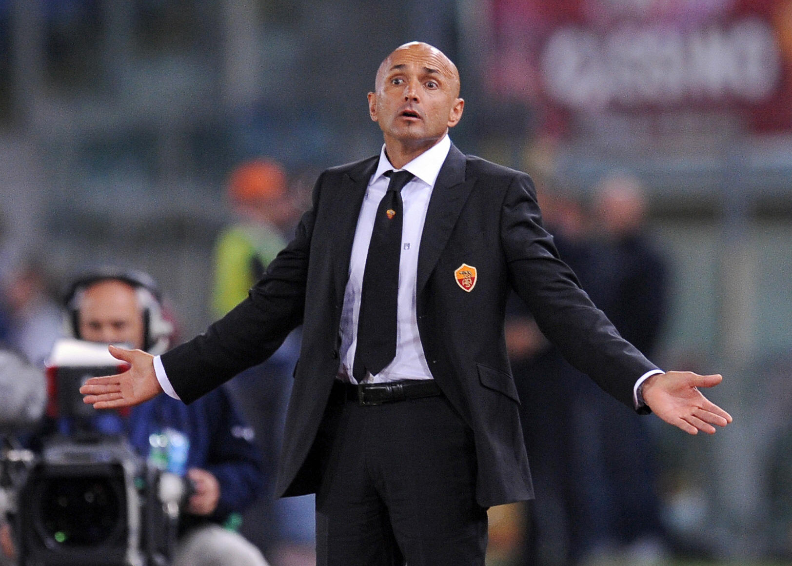 AS Roma coach Luciano Spalletti reacts during his team's Champions League Group A match against CFR Cluj on September 16, 2008 in Roma.  AFP PHOTO / NICO CASAMASSIMA (Photo credit should read NICO CASAMASSIMA/AFP/Getty Images)