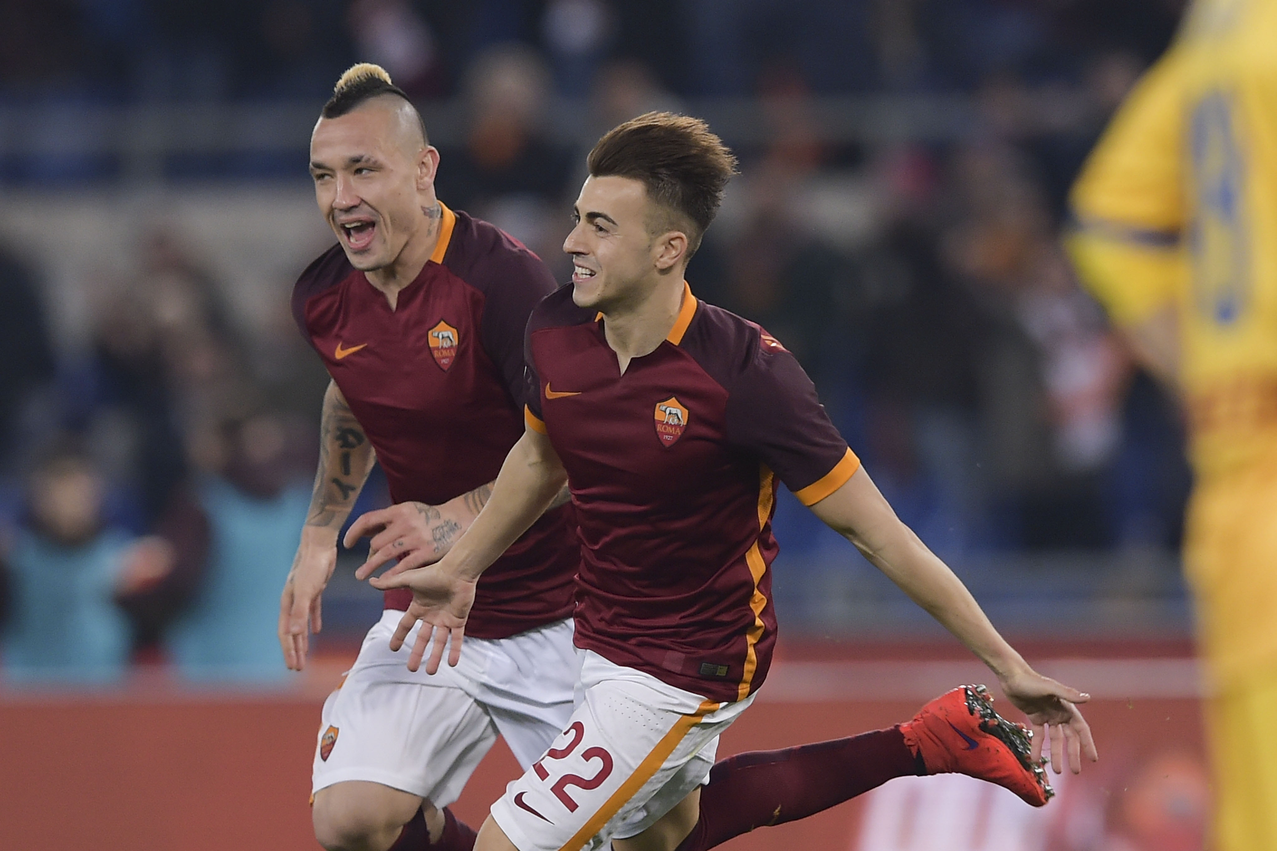 ROME, ITALY - JANUARY 30:  AS Roma player Stephan El Shaarawy and Radja Nainggolan celebrate the goal during the Serie A match between AS Roma and Frosinone Calcio at Stadio Olimpico on January 30, 2016 in Rome, Italy.  (Photo by Luciano Rossi/AS Roma via Getty Images)