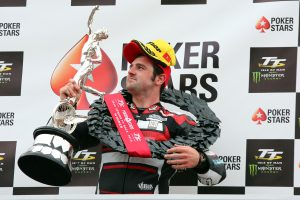 Michael Dunlop e Ian Hutchinson hanno conquistato una doppietta all'Isle of Man Senior TT