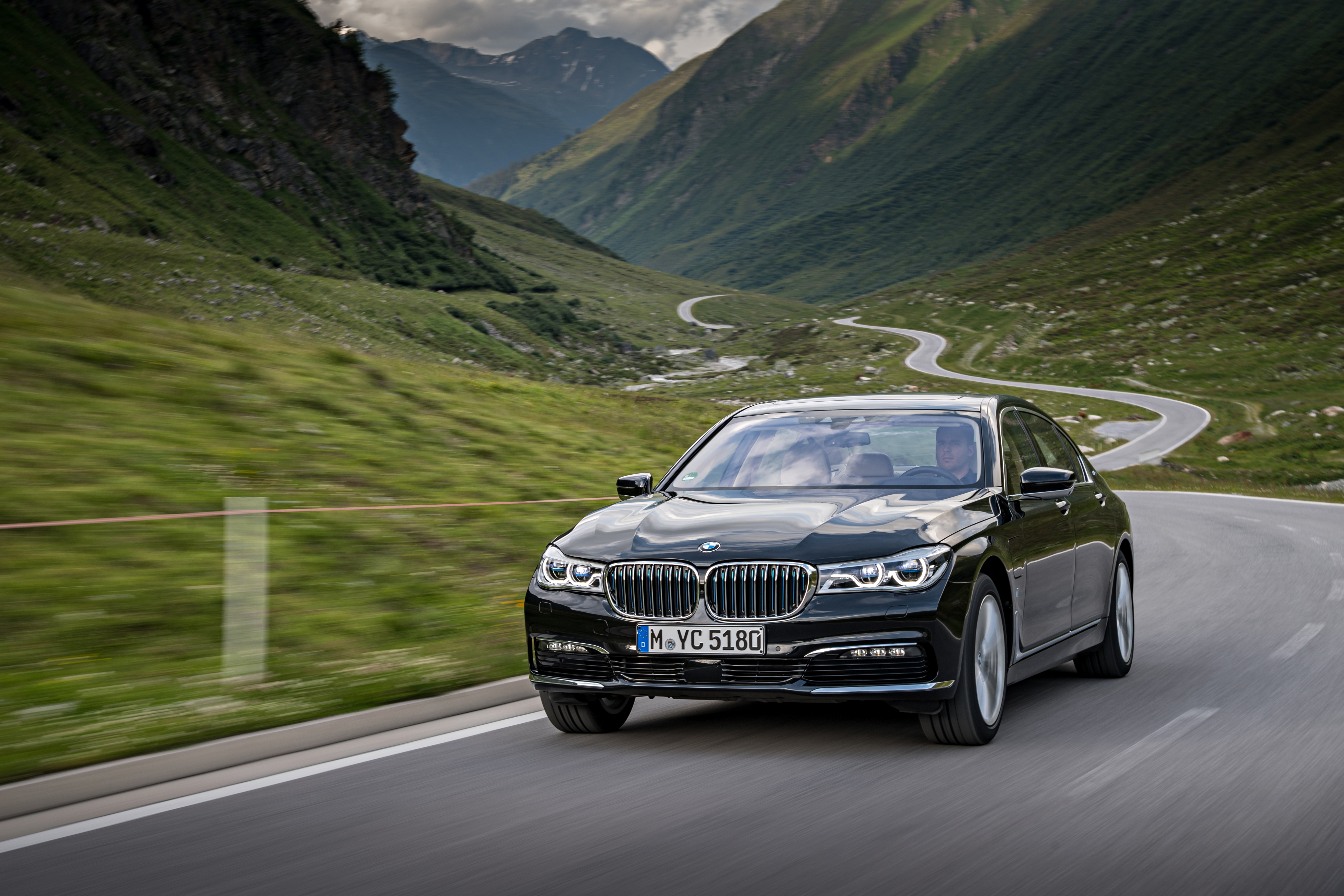 P90226963_highRes_bmw-740le-xdrive-ipe