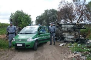 Ardea, 13 sequestri auto rubate, 20 carcasse smaltite
