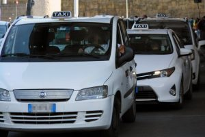 Eur, usava il taxi per spacciare: fermato tassista pusher