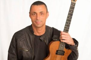 Alex Britti in concerto all'Arenile di Bagnoli