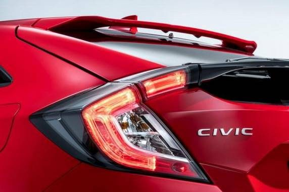 Honda presenta versione europea Civic berlina a Salone Parigi