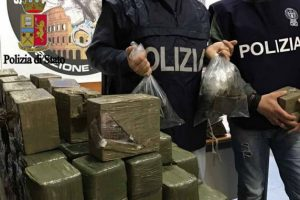 Spinaceto, scoperto box con oltre 100 chili di hashish: arrestato un romano incensurato