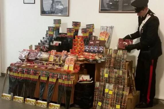 Trastevere, sequestrati 600 chili di botti illegali all'interno di un casalinghi