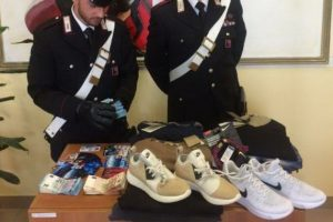Pomezia, shopping con carte clonate: arrestate tre persone