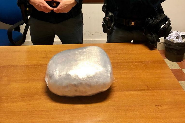 Arrestato spacciatore nigeriano con due chili di marijuana all'Esquilino