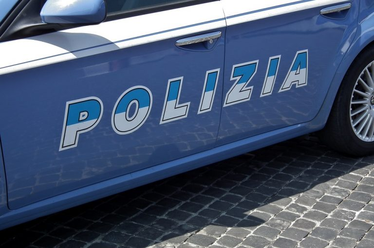 Roma, sorprese a rubare all'interno di due supermercati: arrestate 2 romane