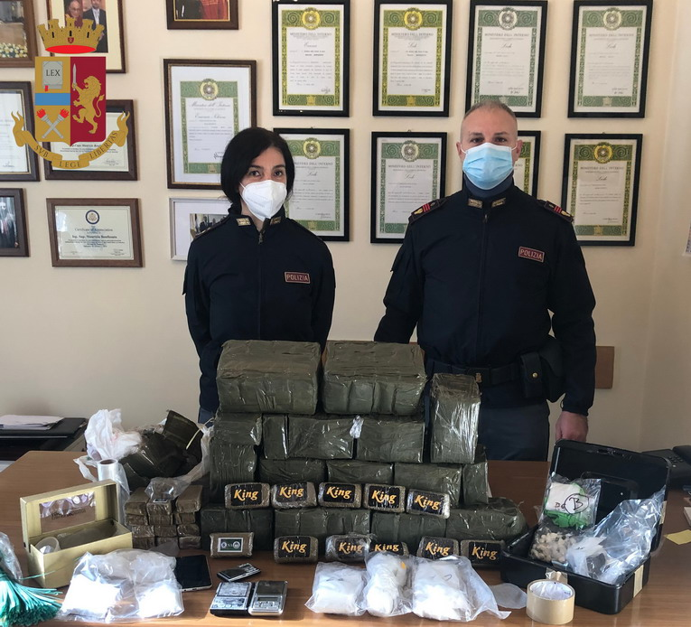 Roma, il fumo di King: arrestato pusher 42enne, sequestrati 29 kg di hashish